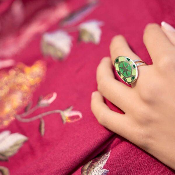 Anillo de diseño modelo Mandala. Joyería de diseño en plata. Joyas Siliva.