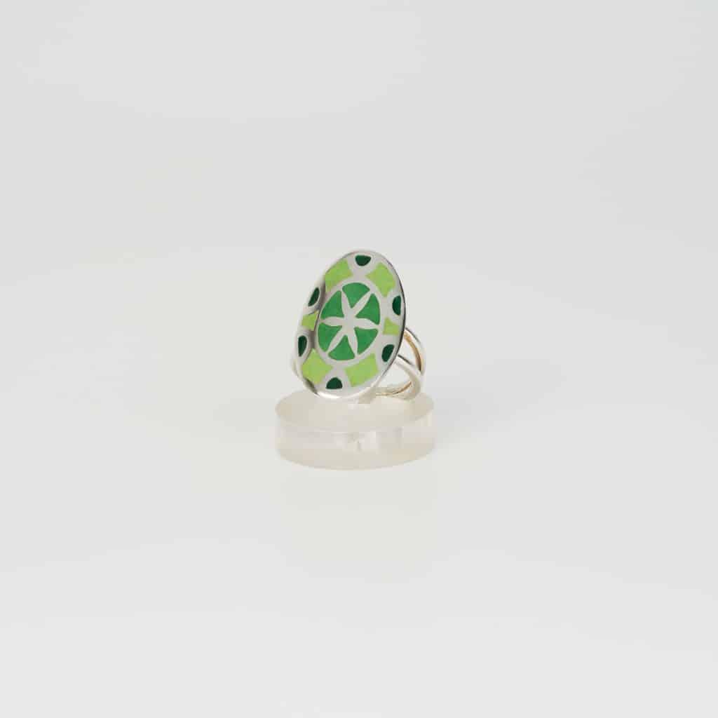 Anillo de diseño en plata y esmalte modelo Mandala verdes. Joyas Siliva - Joyas S I L I V A