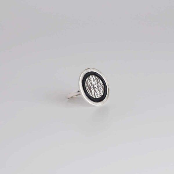 Anillo de diseño modelo Lúa. Joyería de diseño en plata. Joyas Siliva.