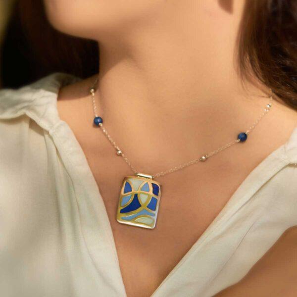 Colgante de diseño modelo Celdas, joyas artesanales Siliva.