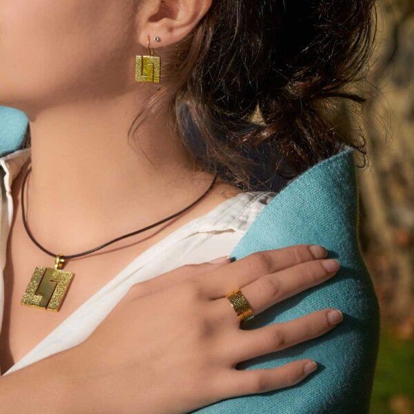 Conjunto de diseño modelo Xeometría, joyería de diseño en plata con baño de oro. Joyas Siliva.