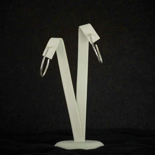 Aros de plata texturizada. Joyas artesanales de diseño Siliva.