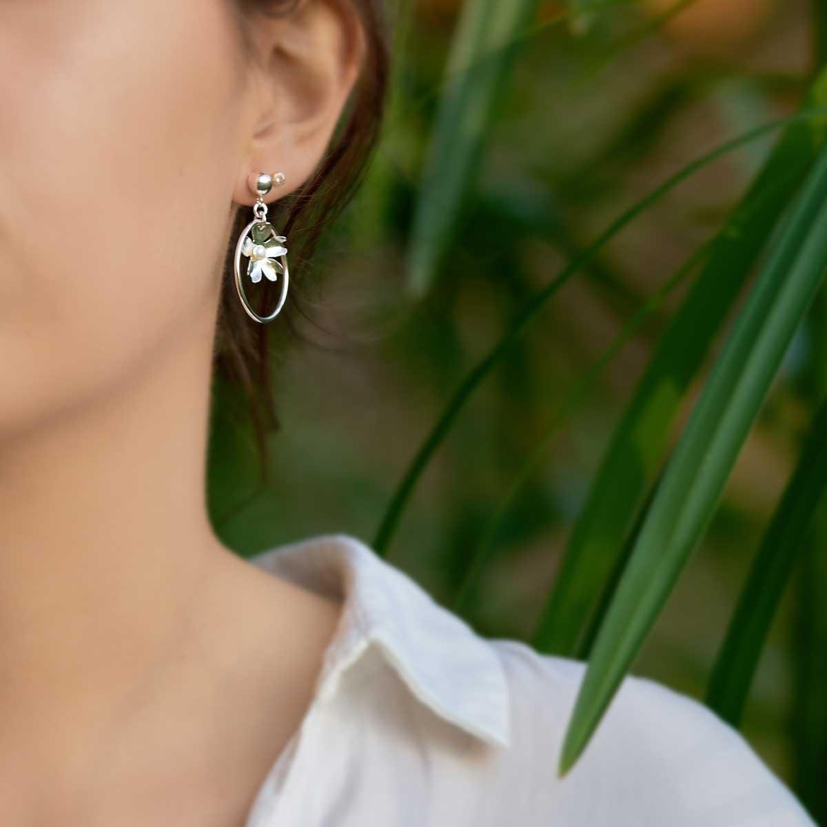Pendientes de diseño modelo Ruliña, joyería de diseño en plata con perla natural, Joyas Siliva