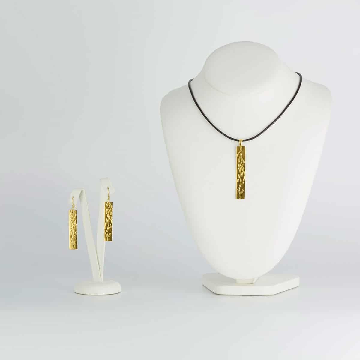 Colgante de plata con baño de oro modelo Outono, joyería de diseño en plata con baño de oro, Joyas Siliva.