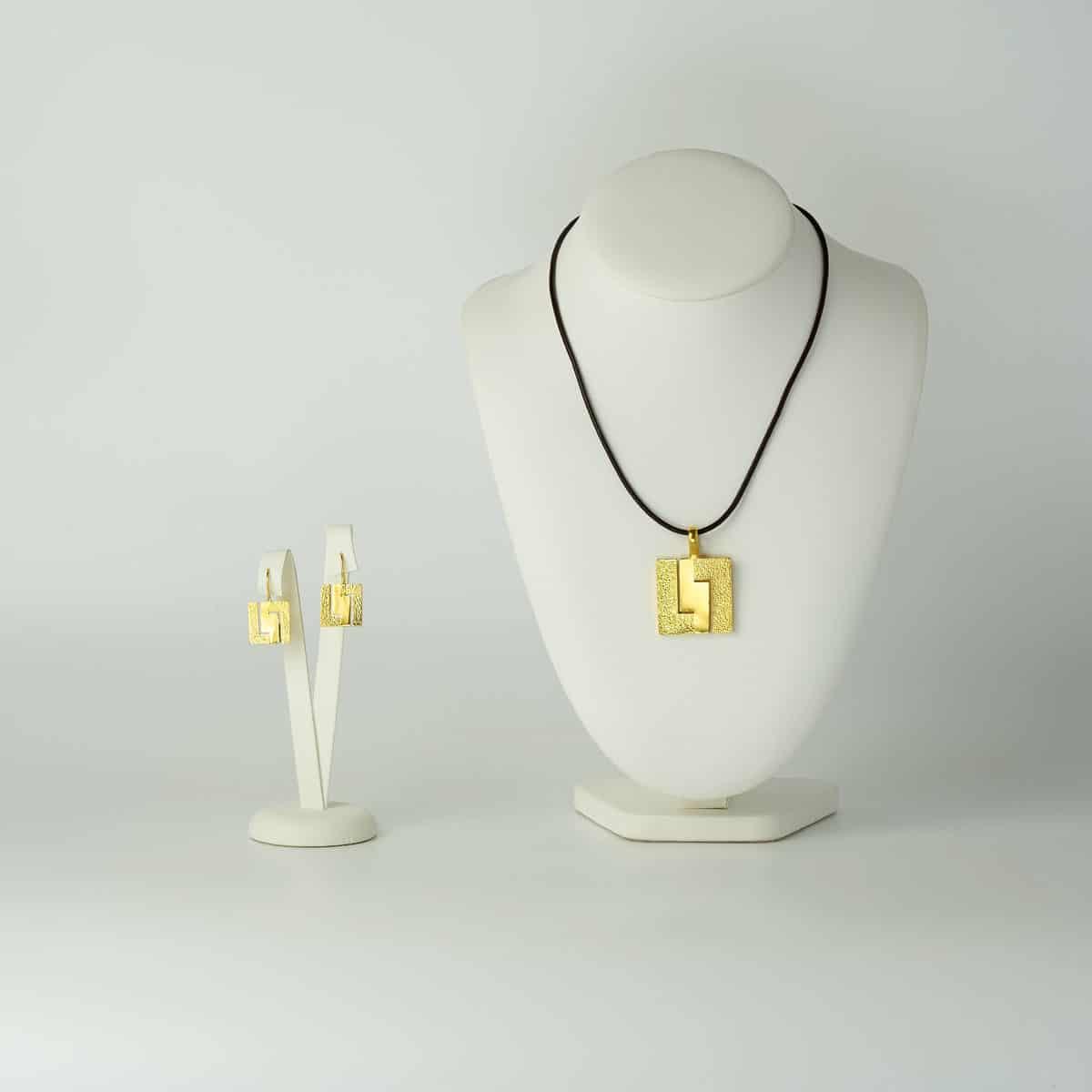 Conjunto de diseño modelo Xeometría, joyería de diseño en plata con baño de oro, Joyas Siliva.
