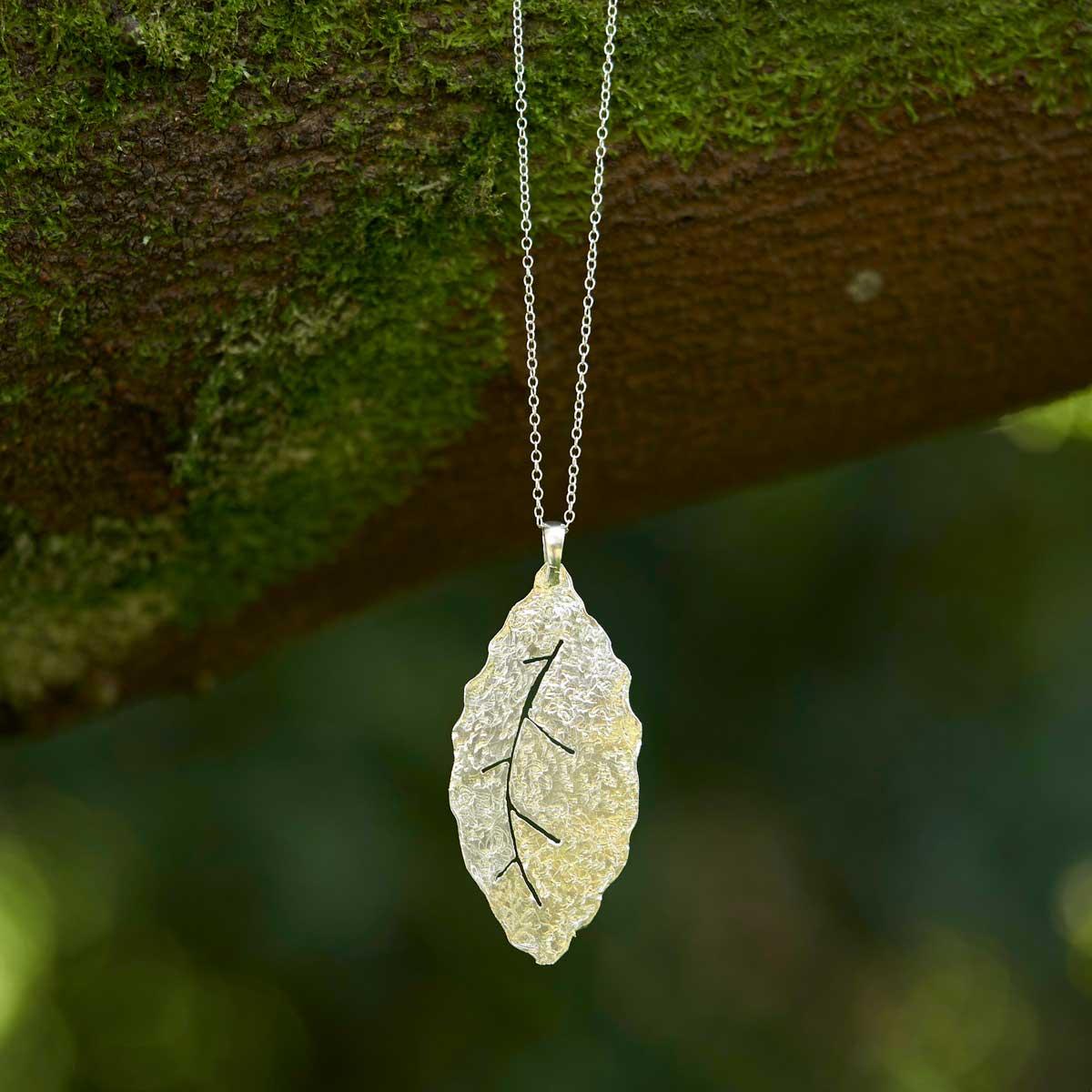 Collar de plata modelo Natura2, joyería artesanal de diseño. Joyas Siliva.