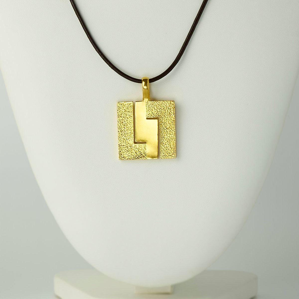 Colgante de diseño modelo Xeometría, joyería de plata y baño de oro, Joyas Siliva.