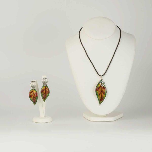 Conjunto de dIseño modelo Loureiro, joyería de diseño en plata con esmalte al fuego, Joyas Siliva.