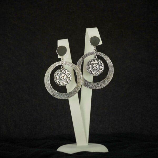Pendientes de diseño modelo Feitizo. joyería de diseño en plata. Joyas siliva.