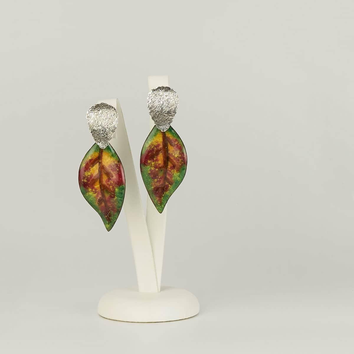 Joyería de diseño, pendientes de plata y esmalte al fuego modelo Loureiro. Joyas Siliva.