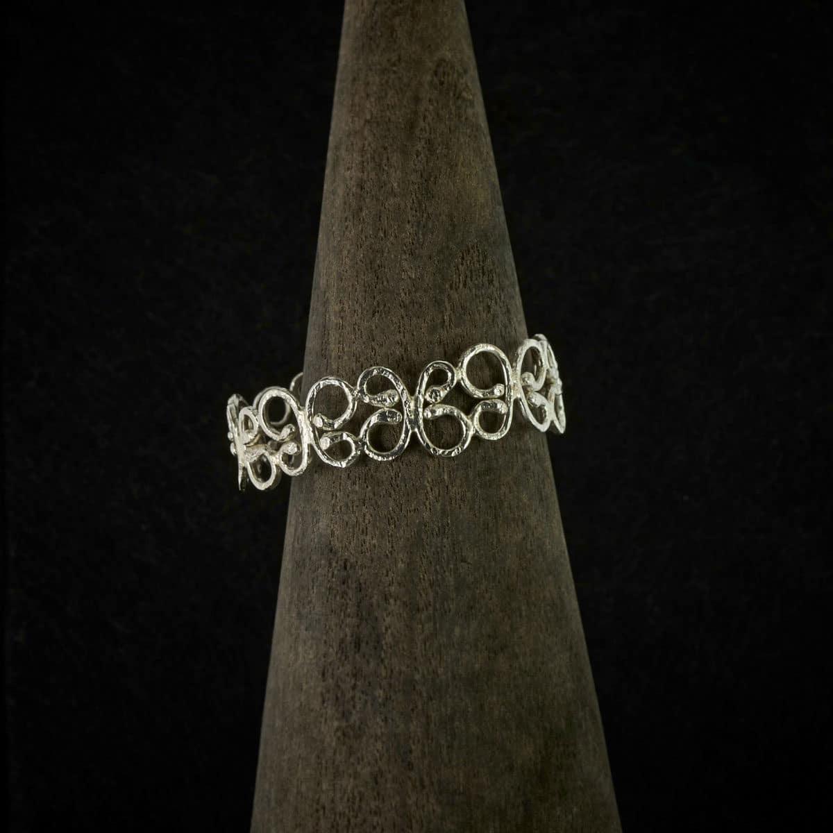 Pulsera de plata, joyería artesanal modelo Bolboreta. Joyas Siliva.