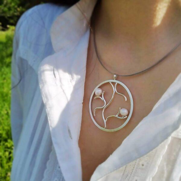 Colgante de plata con perlas naturales. Joyas Siliva.