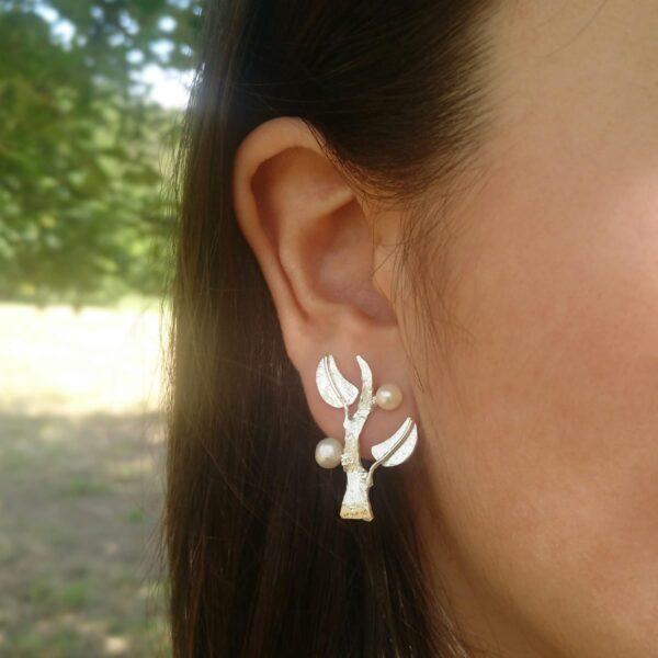 Pendientes de hojas de plata con perlas naturales. Joyas Siliva.